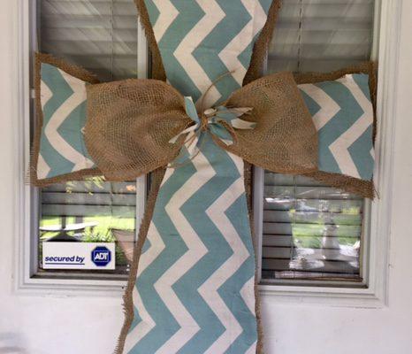 DIY Burlap Cross Door Hanger